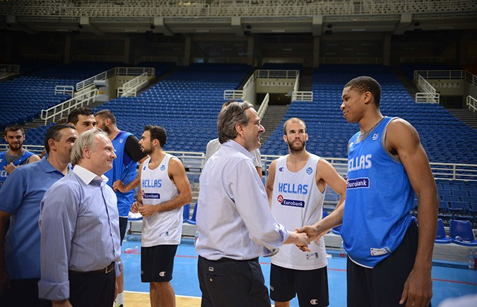the latest e4144 a6e54 Prime Minister visited national basketball team players ...