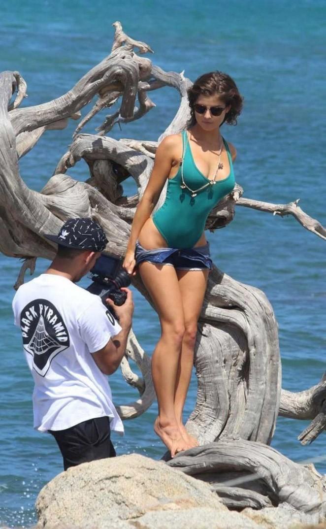 Amanda Cerny Poses In The Caribbean Islands