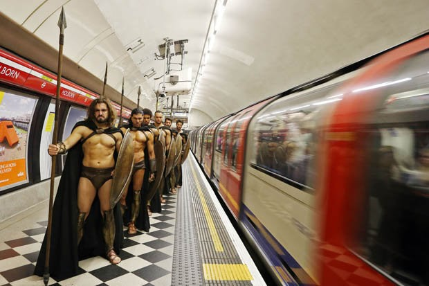 300-spartan-soldiers-in-london-402672
