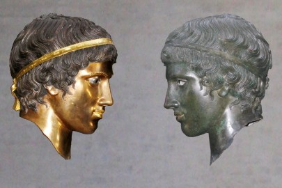 Bronze_head_(Glyptothek_Munich_457)_with_and_without_patina_Bunte_Götter_exhibition