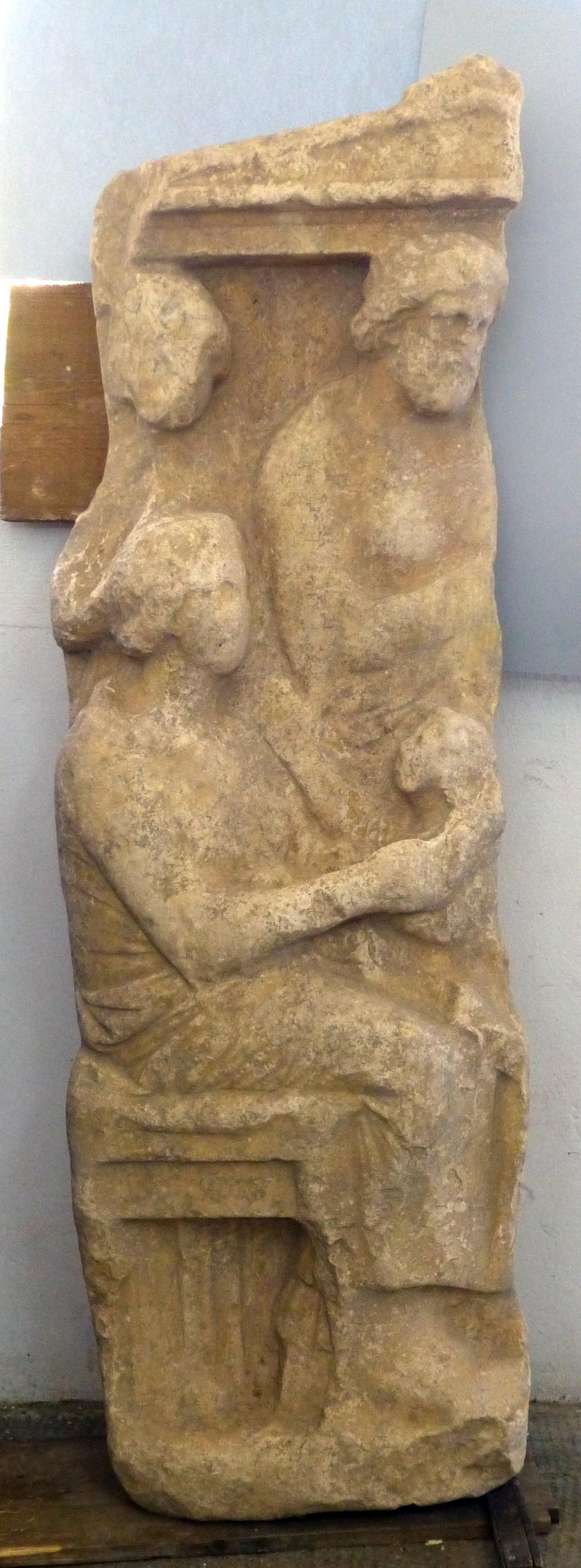 German archaeological institute finds grave stele at for Graue stuhle