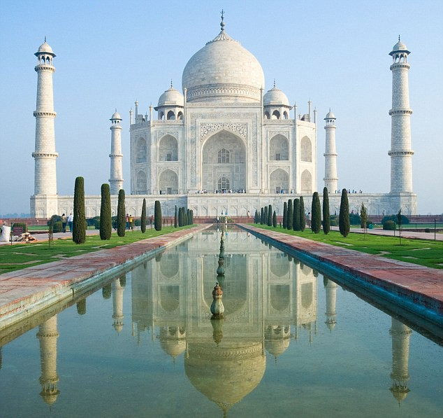 the threat to the beauty of taj mahal The taj mahal in agra, india is one of the world's great sights, but it is in danger of being irreparably damaged by air and water pollution.