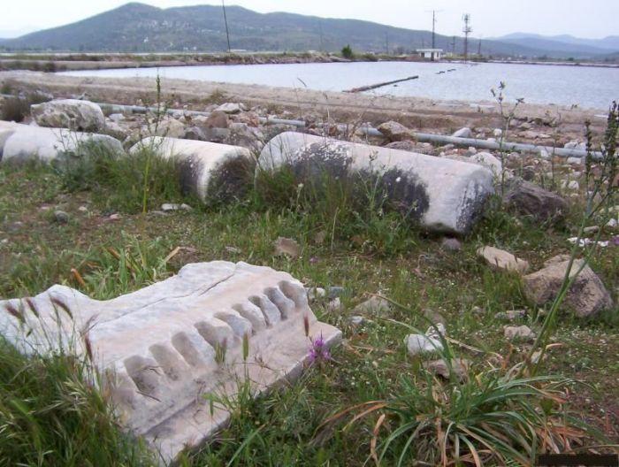 bargylia-bargilya-antik-kenti-sur-kalintilari-gelarabul