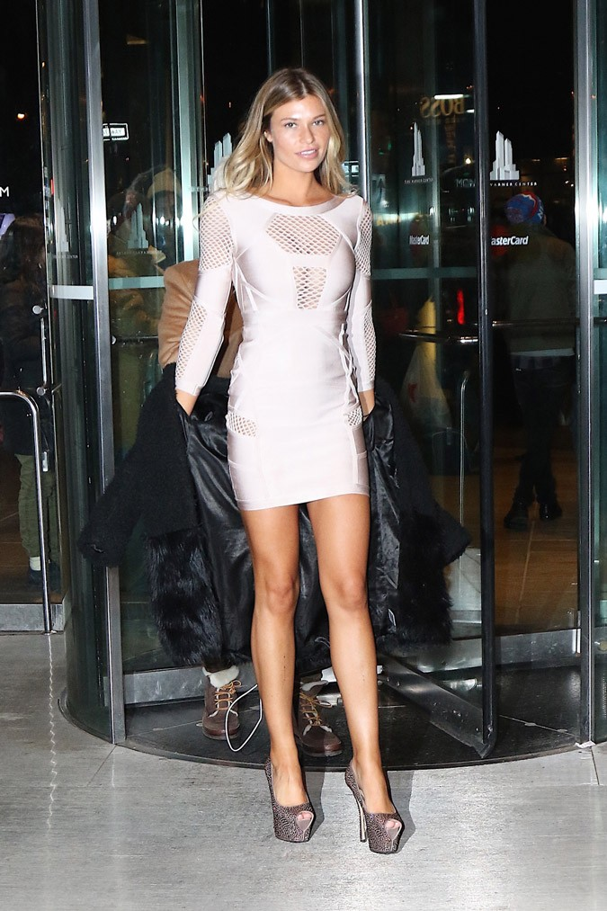 Samantha Hoopes Shows Off Hot Mini Dress Protothemanews Com