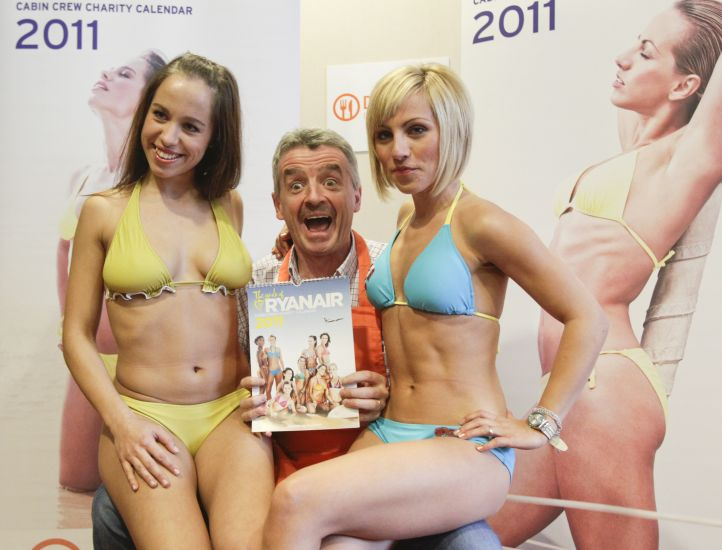 Michael O'Leary, chief executive of Irish low-fare airline Ryanair, poses with his airline's stewardesses to promote the Cabin Crew Charity Calendar in Berlin, November 9, 2010. 10,000 calendars will be sold for 10 euros onboard Ryanair flights to support the German charity organisation 'Tafel' that provides food to people in need in Germany.     REUTERS/Tobias Schwarz     (GERMANY - Tags: ENTERTAINMENT TRAVEL SOCIETY TRANSPORT)