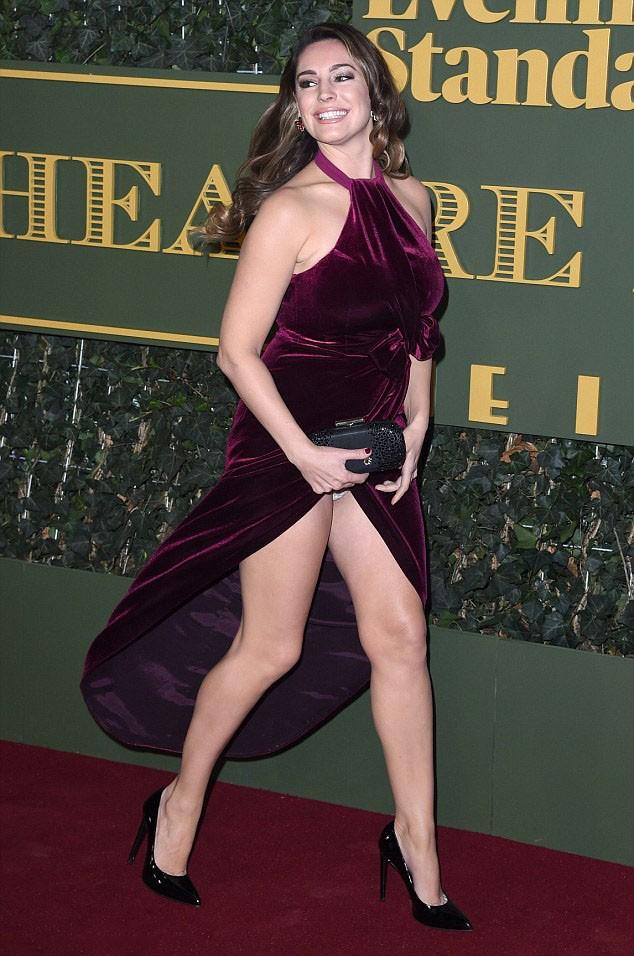 Kelly Brook Flashes Her Underwear Protothemanews Com