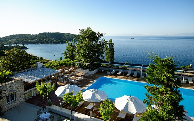 Top 10 beach hotels in greece according to telegraph for Best hotels in skiathos
