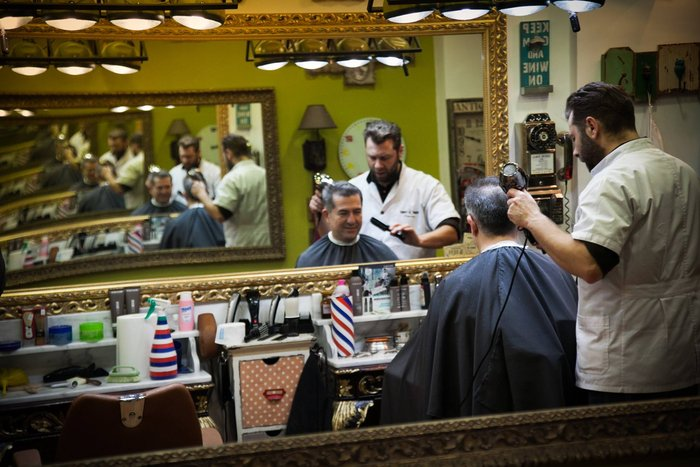 See the most vintage barber shop in Greece (pics) protothemanews.com