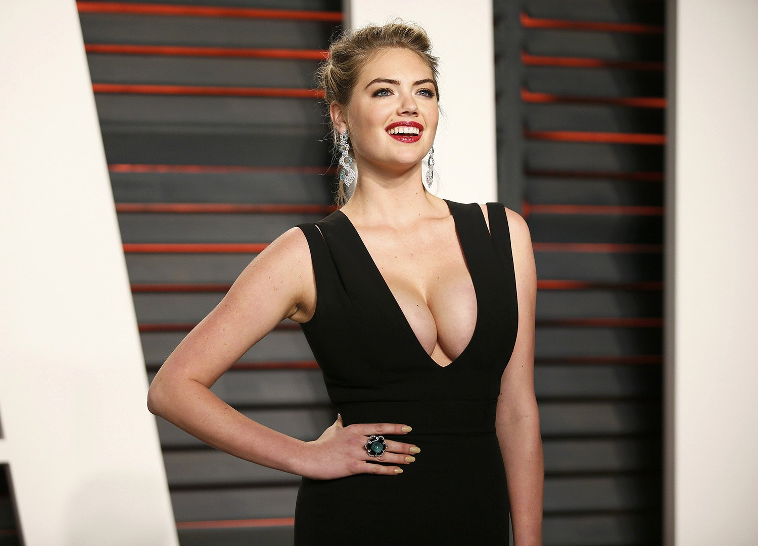 upson milf women If you were ever in doubt about how perfect kate upton is, you only need watch this sizzling video of her flaunting those stunning curves in a zillion bikinis we have it on repeat the other woman actress and model gave us a behind the scenes glimpse of her in action for a sports illustrated .