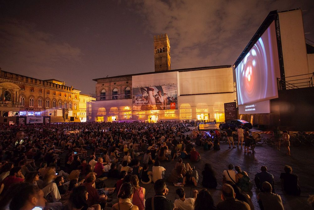 Santorini open cinema in top 12 europe list photos for Cinema montjuic 2016