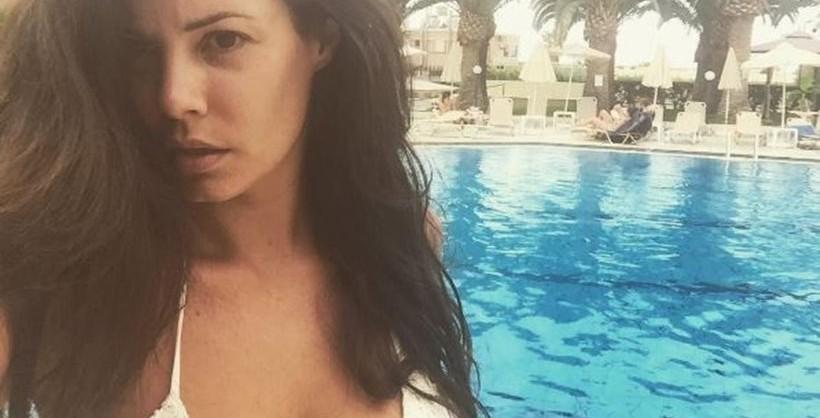 Curvaceous Maria Korinthiou flaunts her body! (photos)