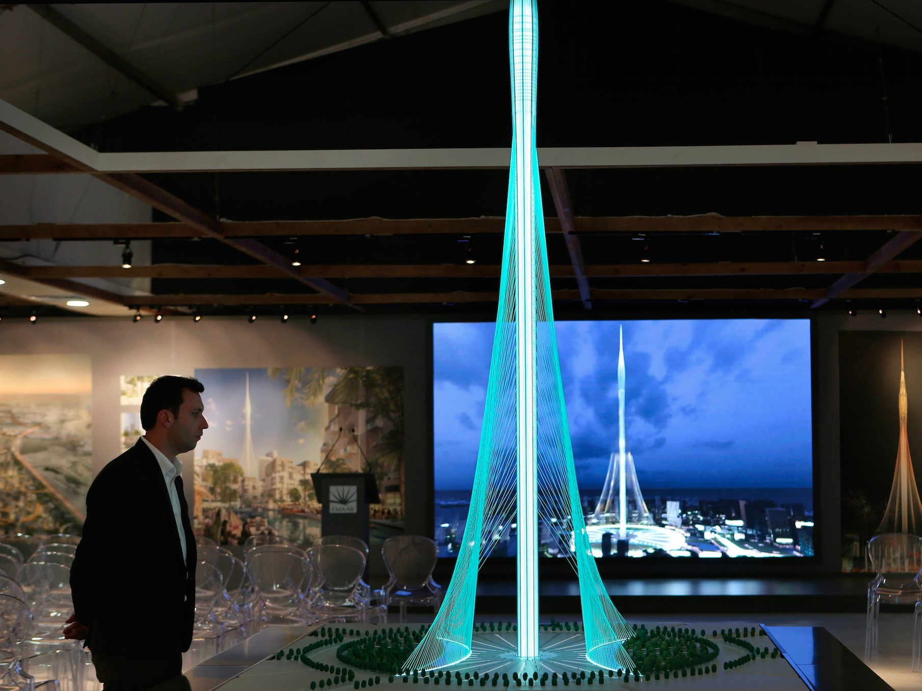 Dubai starts building the tallest tower in the world