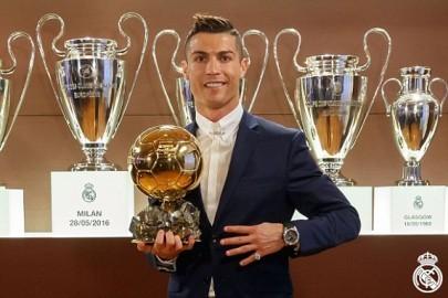 1481574419255_lc_galleryImage_Cristiano_Ronaldo_Ballon_