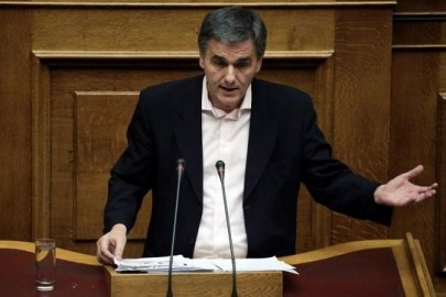 Greek Finance Minister Euclid Tsakalotos delivers a speech during a parliamentary session before a budget vote in Athens, Greece, December 10, 2016.  REUTERS/Alkis Konstantinidis
