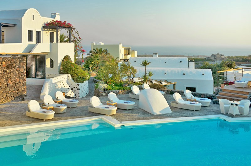 Vendema luxury resort in santorini best romantic hotel in for Best romantic hotels in the world
