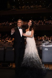 US actor George Clooney (L) and his wife British-Lebanese lawyer Amal Clooney pose as they arrive for the 42nd edition of the Cesar Ceremony at the Salle Pleyel in Paris on February 24, 2017. / AFP PHOTO / bertrand GUAY