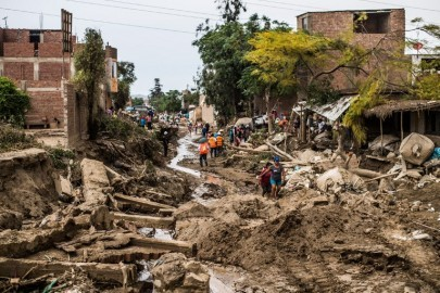 A view of the damage caused by flash floods in Huachipa district, east of Lima, on March 19, 2017. El Nino-fuelled flash floods and landslides hit parts of Lima, where most of the water distribution systems have collapsed due to unusual heavy seasonal downpours and people are facing drinking water shortages. / AFP PHOTO / Ernesto BENAVIDES