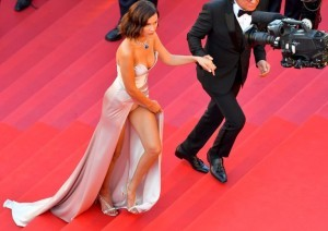 US model Bella Hadid (L) and her father Mohamed Hadid arrive on May 17, 2017 for the screening of the film 'Ismael's Ghosts' (Les Fantomes d'Ismael) during the opening ceremony of the 70th edition of the Cannes Film Festival in Cannes, southern France.  / AFP PHOTO / LOIC VENANCE