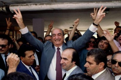 FILE PHOTO - Greek Prime Minister and leader of the conservative party (New Democracy) Constantine Mitsotakis flashes the victory sign after he voted in an Athens polling station October 10, 1993, for the Greek elections. REUTERS/Stringer/File Photo