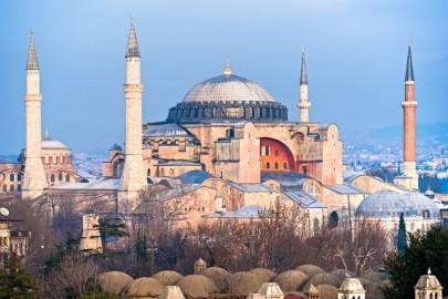 Die Hagia Sophia wurde einst als christliche Kirche erbaut, nach der Eroberung Konstantinopels wurde sie zu einer Moschee umfunktioniert, Istanbul, Türkei