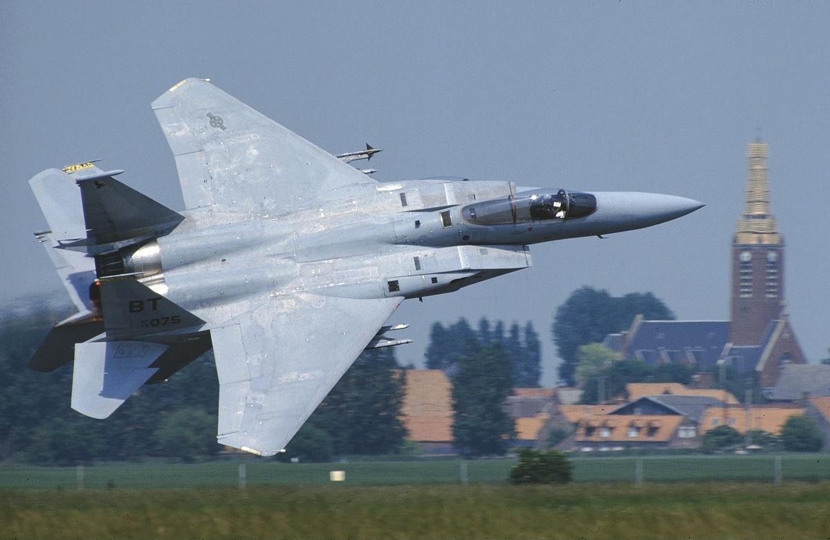Qatar signs $12 billion deal to buy F-15 jets from U.S. in ...