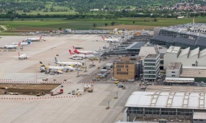 Several airplaines stand in the maneuvering area at Stuttgart airport, Germany, 30 May 2016. Photo: Christoph Schmidt/dpa