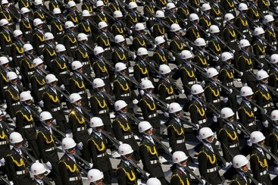 Turkish soldiers march during a parade marking the 93rd anniversary of Victory Day in Ankara, Turkey, August 30, 2015. REUTERS/Umit Bektas - RTX1Q9PW