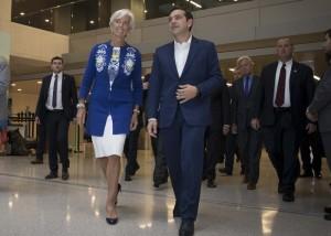(Ξένη Δημοσίευση)  Η Γενική Διευθύντρια του Διεθνούς Νομισματικού Ταμείου, Christine Lagarde  υποδέχεται τον πρωθυπουργό Αλέξη Τσίπρα  κατά τη διάρκεια της συνάντησής τους, τη Δευτέρα 16 Οκτωβρίου 2017, στην Ουάσιγκτον. Ο πρωθυπουργός που πραγματοποιεί πενθήμερη επίσκεψη στις ΗΠΑ,  θα συναντήσει τον Πρόεδρο των Ηνωμένων Πολιτειών, Donald Trump, τον Αντιπρόεδρο, Mike Pence, καθώς και τη Γενική Διευθύντρια του Διεθνούς Νομισματικού Ταμείου, Christine Lagarde. ΑΠΕ-ΜΠΕ/ΓΡΑΦΕΙΟ ΤΥΠΟΥ ΠΡΩΘΥΠΟΥΡΓΟΥ/Andrea Bonetti