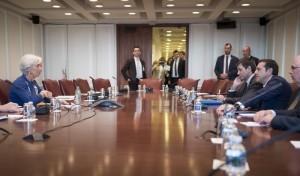 (Ξένη Δημοσίευση)  Ο πρωθυπουργός, Αλέξης Τσίπρας συνομιλεί με τη Γενική Διευθύντρια του Διεθνούς Νομισματικού Ταμείου, Christine Lagarde κατά τη διάρκεια της συνάντησής τους, τη Δευτέρα 16 Οκτωβρίου 2017, στην Ουάσιγκτον. Ο πρωθυπουργός που πραγματοποιεί πενθήμερη επίσκεψη στις ΗΠΑ,  θα συναντήσει τον Πρόεδρο των Ηνωμένων Πολιτειών, Donald Trump, τον Αντιπρόεδρο, Mike Pence, καθώς και τη Γενική Διευθύντρια του Διεθνούς Νομισματικού Ταμείου, Christine Lagarde. ΑΠΕ-ΜΠΕ/ΓΡΑΦΕΙΟ ΤΥΠΟΥ ΠΡΩΘΥΠΟΥΡΓΟΥ/Andrea Bonetti