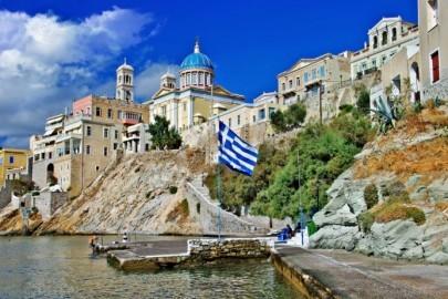 travel in Greece - beautiful Syros island