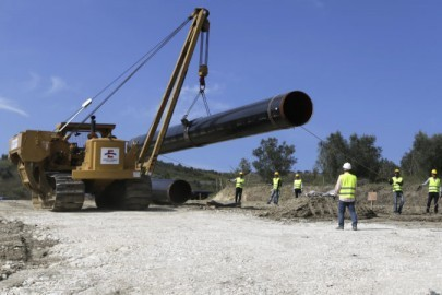 epa05564868 A photo made available 01 October 2016 showing workers starting to install the first pipe of the TAP project near Fier, Albania, 30 September 2016 putting the first of its 13,000 pipes for the 215 kilometer natural gas pipeline. TAP is a natural gas pipeline project which will start in Greece and crosses Albania and the Adriatic Sea to end in southern Italy bringing gas from the Caspian region to European markets.  EPA/ARMANDO BABANI