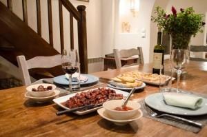 Villa-Hurmuses-dinner-setting-1-1024x678