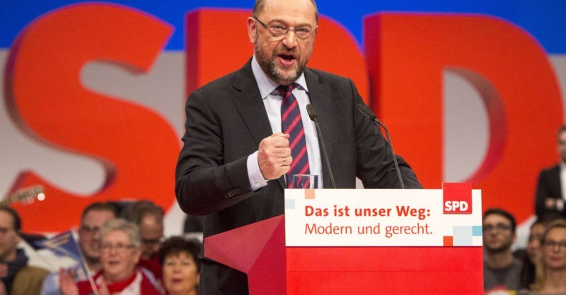 epa06378723 Martin Schulz leader of the Social Democratic Party makes a speech during the third day of the German Social Democratic Party (SPD) party convention, in Berlin, Germany, 09 December 2017. During the three-day event delegates will discuss and decide about the possibility of starting talks with the Christian Democratic Union (CDU) to form again a grand coalition government.  EPA-EFE/OMER MESSINGER