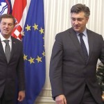 epa06398227 Croatian Prime Minister Andrej Plenkovic (R)  welcomes Slovenian Prime Minister Miro Cerar (L) before their meeting in Zagreb, Croatia, 19 December 2017. Slovenian Prime Minister Miro Cerar came to Zagreb for a one-day visit to discuss problems with the borders between  Croatia and Slovenia.  EPA-EFE/ANTONIO BAT