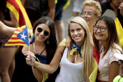 epa06198463 People gather on the streets during the National Day of Catalonia (Diada) celebrations in Barcelona, Catalonia, Spain, 11 September 2017. Large crowds are expected to hold rallies on Diada Day, related to a disputed regional independence referendum to be held in Catalonia in October.  EPA-EFE/SUSANNA SAEZ