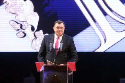 epa05708215 President of the Republic of Serbian Milorad Dodik delivers a speech during a ceremony held to mark the 25th anniversary of the entity?s statehood day in Banja Luka, in the the north of Bosnia and Herzegovina, 09 January 2017.  EPA/VLADIMIR STOJKOVIC