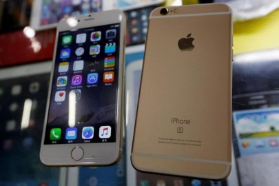 Two fake Apple iPhone 6s, which run the Android operating system with an iOS look-alike interface, selling at RMB 580 ($91) each, are seen in a photo illustration taken in Shenzhen, China September 21, 2015. REUTERS/Staff/Illustration/File photo