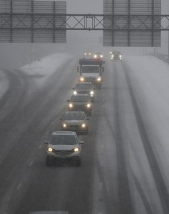 epa06416904 A line of cars make their way along Interstate 93 in Winchester, Massachusetts, USA 04 January 2018. A Nor'easter snow storm was expected to bring up to 12 inches (30.5 cm) of snow to the area and Massachusetts Governor Charlie Baker asked residents to stay off the roads when possible.  EPA/CJ GUNTHER