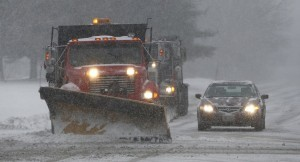 epa06416901 Plow crews maneuver around traffic in Stoneham, Massachusetts, USA 04 January 2018. A Nor'easter snow storm was expected to bring up to 12 inches (30.5 cm) of snow to the area and Massachusetts Governor Charlie Baker asked residents to stay off the roads when possible.  EPA/CJ GUNTHER