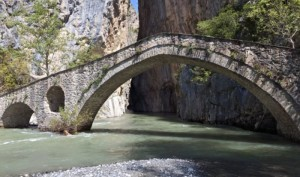 stone-bridge-in-grevena-e1515323146584