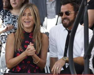 epa06111612 US actress Jennifer Aniston (L) and husband US actor Justin Theroux (R) attend the star ceremony for US actor Jason Bateman in Hollywood, California, USA 26 July 2017. Bateman received the 2,616th star on the Walk of Fame in the category of Motion Pictures.  EPA/PAUL BUCK