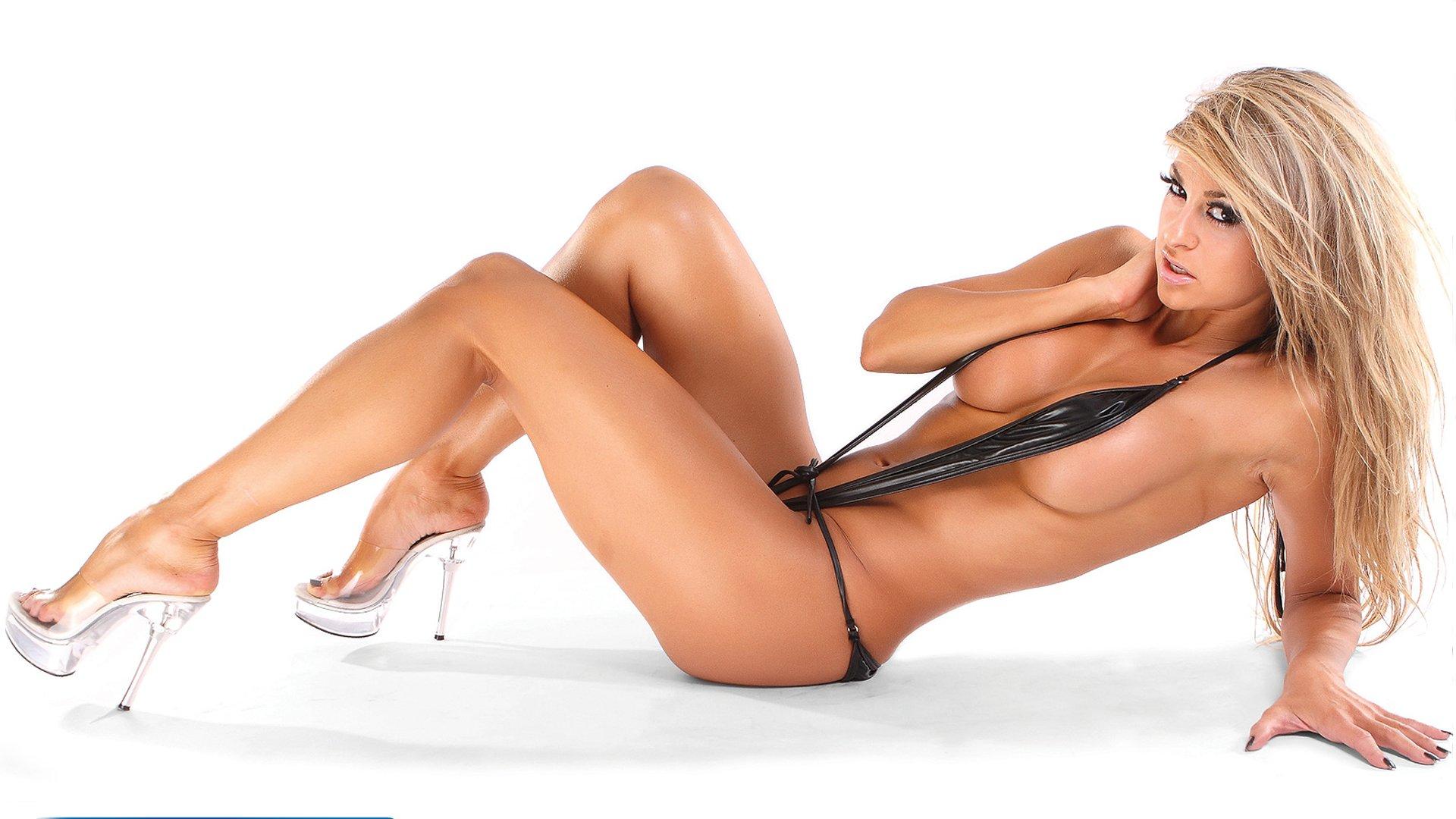 Nude female braziian bodybuilder