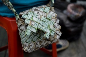 Closeup of a purse made by Venezuelan Wilmer Rojas, out of Bolivar banknotes in Caracas on January 30, 2018. A young Venezuelan tries to make a living out of devalued Bolivar banknotes by making crafts with them.  / AFP PHOTO / FEDERICO PARRA / TO GO WITH AFP STORY by Margioni BERMUDEZ