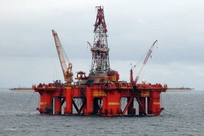 1200px-Oil_platform_in_the_North_Sea