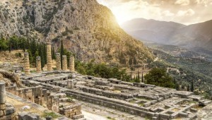 Delphi-Temple_of_Apollo-1112x630