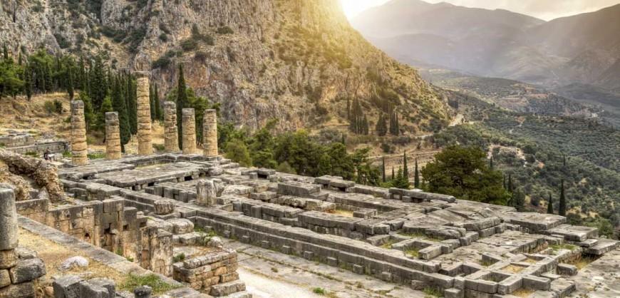 Delphi-Temple_of_Apollo-1112x630