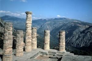 Delphi_naos_Apollona_510_340