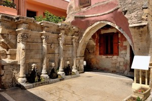 147214076-Old-venetian-fountain-in-city-of-Rethymno