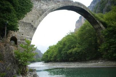 plaka-bridge