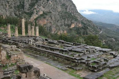 The_Temple_of_Apollo_at_Delphi_4